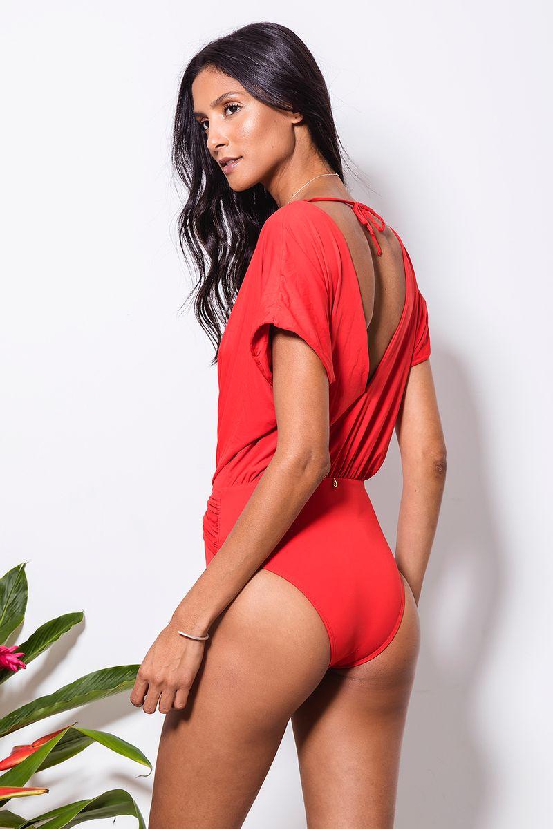 maio-kimono-no-vermelho-costas